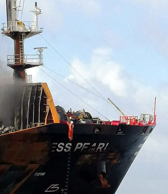 Salvage crew was assisted by the Navy in boarding (Sri Lanka Navy photo)